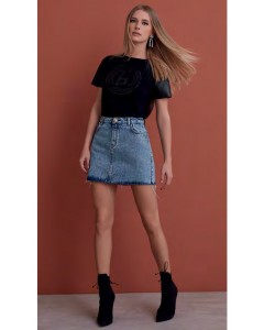 T-shirt com Detalhe de Couro